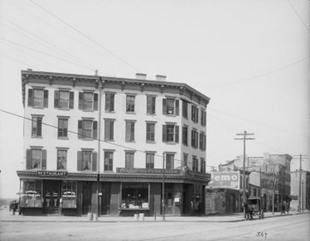 Four story saloon and restaurant between Hamilton and Lorraine Street, 1904