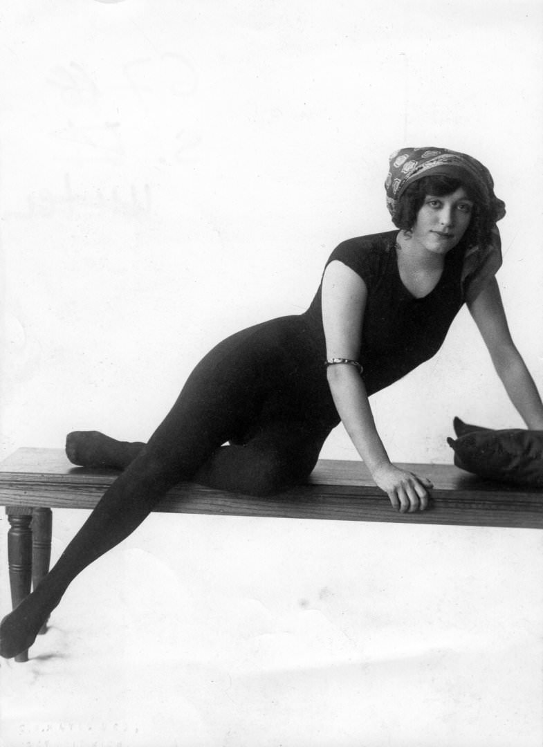 Annette Kellermann, the first woman to swim across the English Channel, 1910