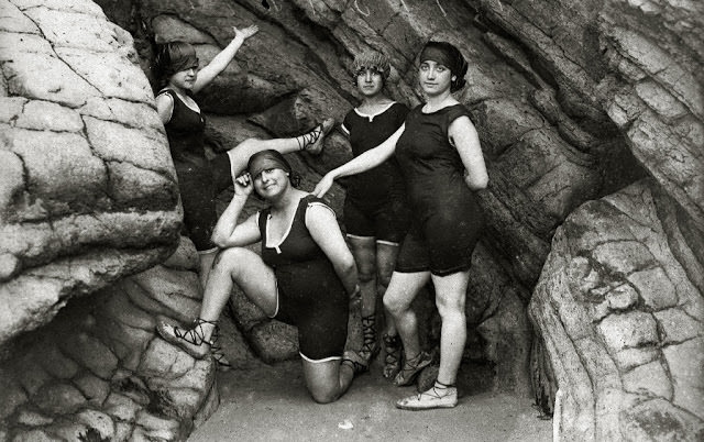 4 women wearing sleeveless fabric swimsuit, 1910
