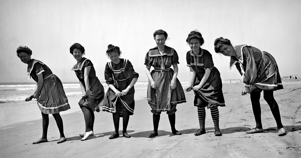 Turkish-style bloomers, 1910