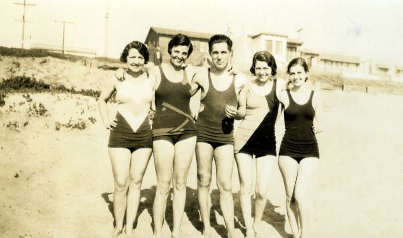 When Men's and Women's Swimwears Look the Same, 1920s