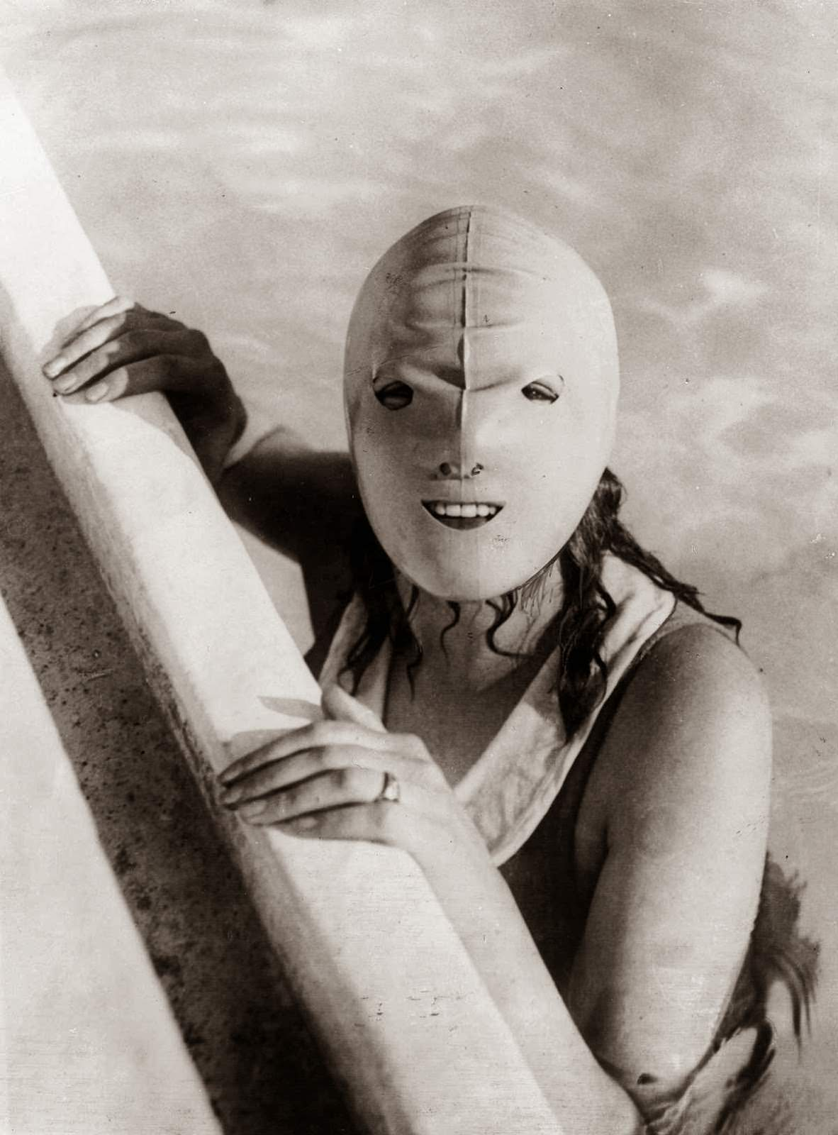 Full face swimming mask, 1928