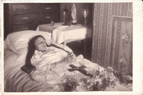 Flowers and religious statues were often used as props in post-mortem photos.