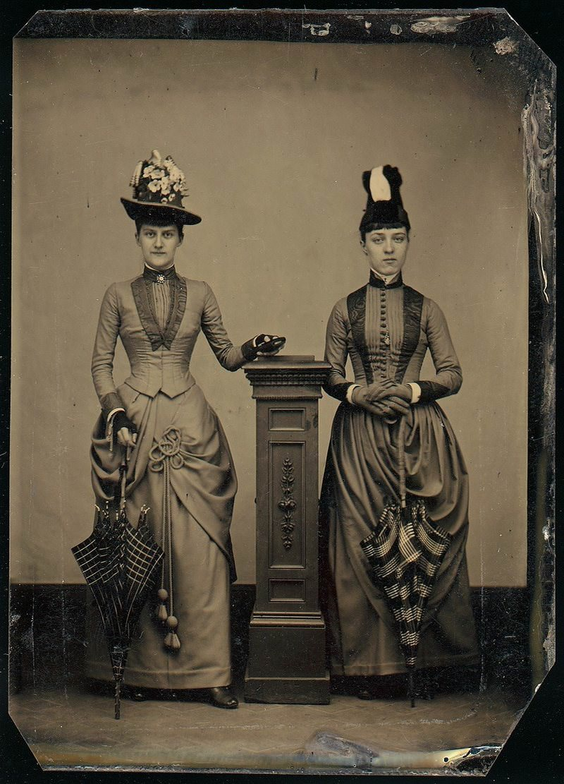 A tintype stand is used to help prevent movement.