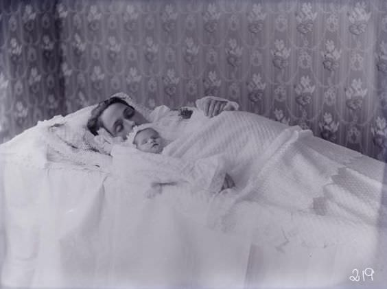 Mother and baby, probably died during childbirth