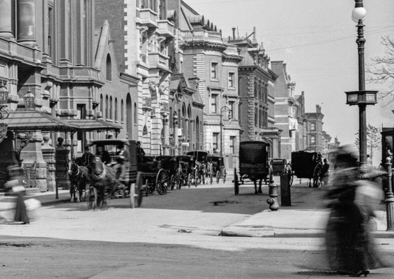 Looking East down 39th Street from 5th Avenue, 1900