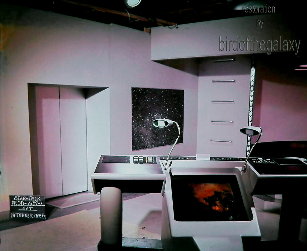 This very early shot of the filming set for the transporter room aboard the Enterprise dates back to 1964 and the production of the first pilot (known originally as The Menagerie, then The Cage).