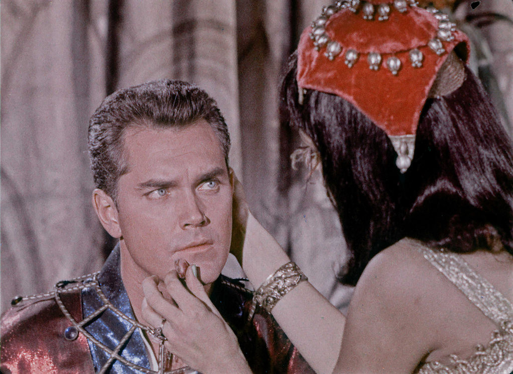 A servant feeds Christopher Pike fruit in the Vina as Orion slave dancer illusion from the first pilot, The Cage.
