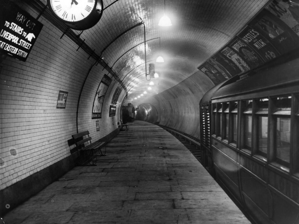 The platform of the Central London Railway extension at Liverpool Street Station, 1912.