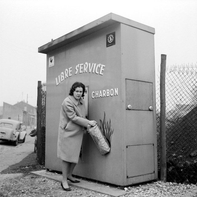 Cream cheese and jelly sandwich anyone? Two sandwich vending machines from circa 1945.