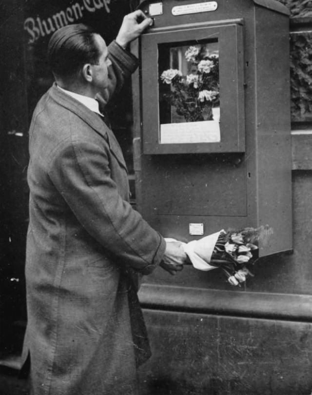 A vending machine for bouquets of flowers in Berlin.