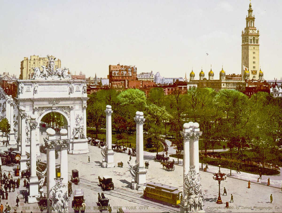 The Naval Arch at Madison Square, 1900