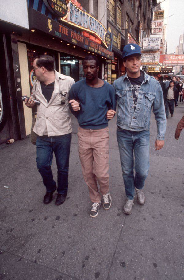 An undercover cop leads a man who's been arrested for selling crack in 1986.
