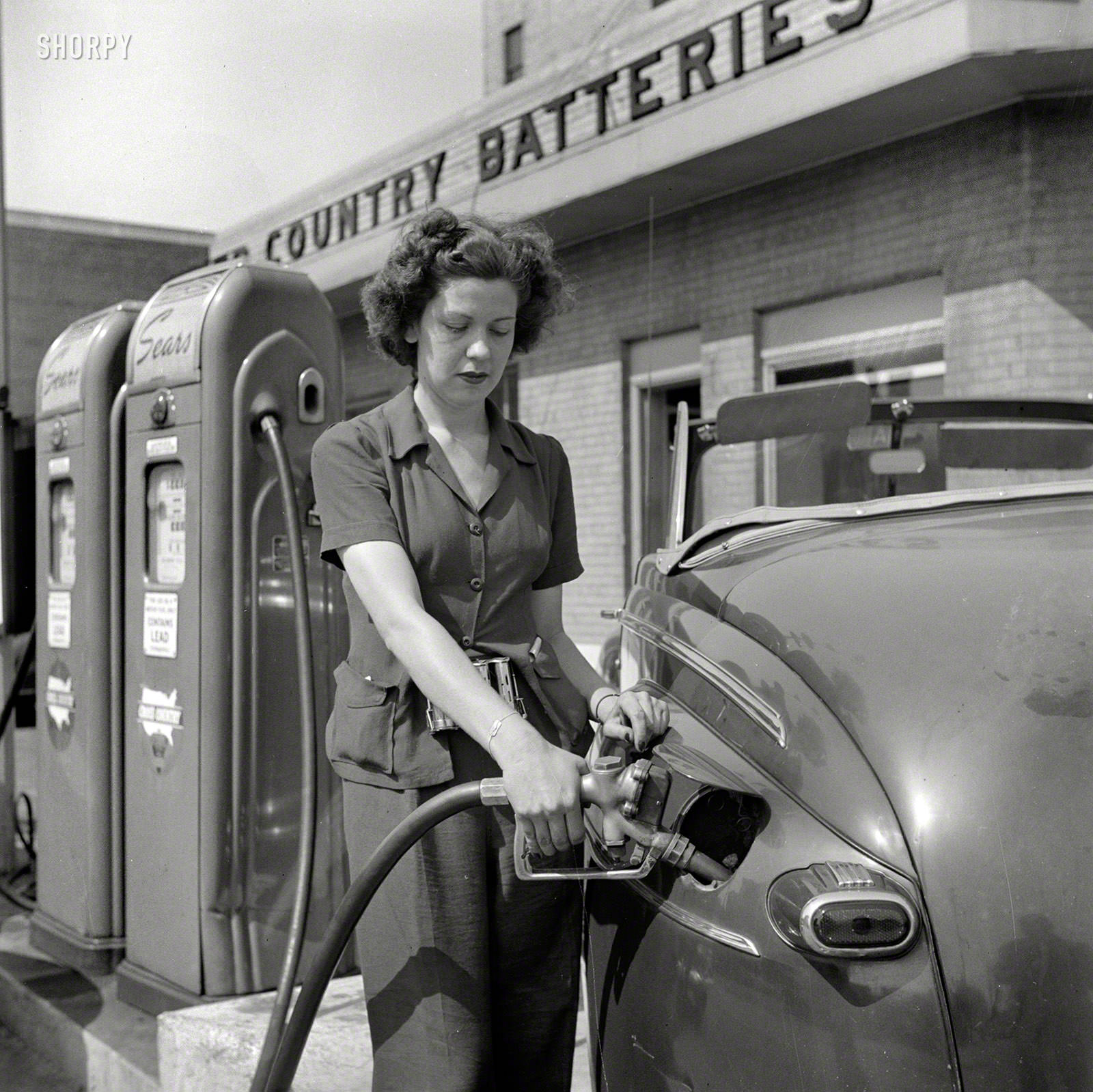 Virginia Lively used to be a beauty operator, Louisville, June 1943