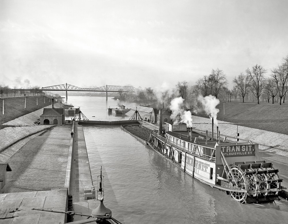 Canal locks at Louisville, 1906