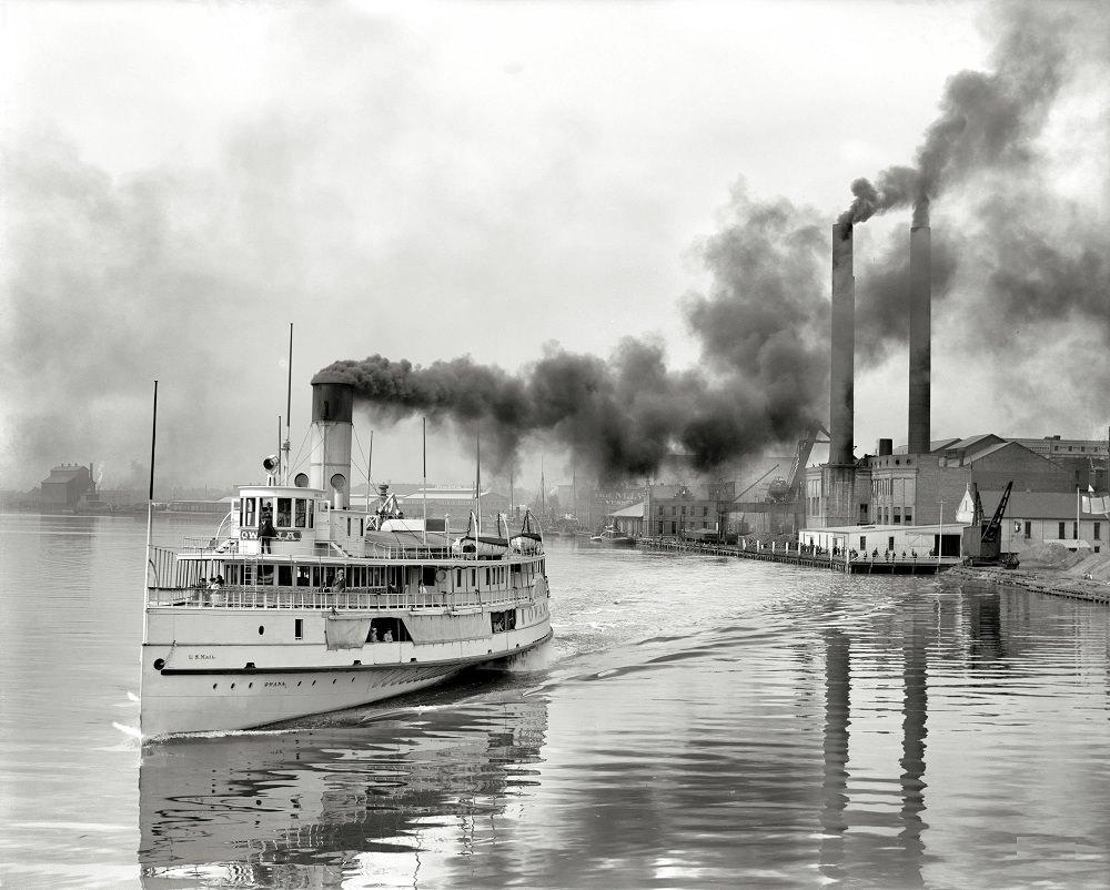 White Star steamer Owana leaving for Detroit, Toledo, 1912