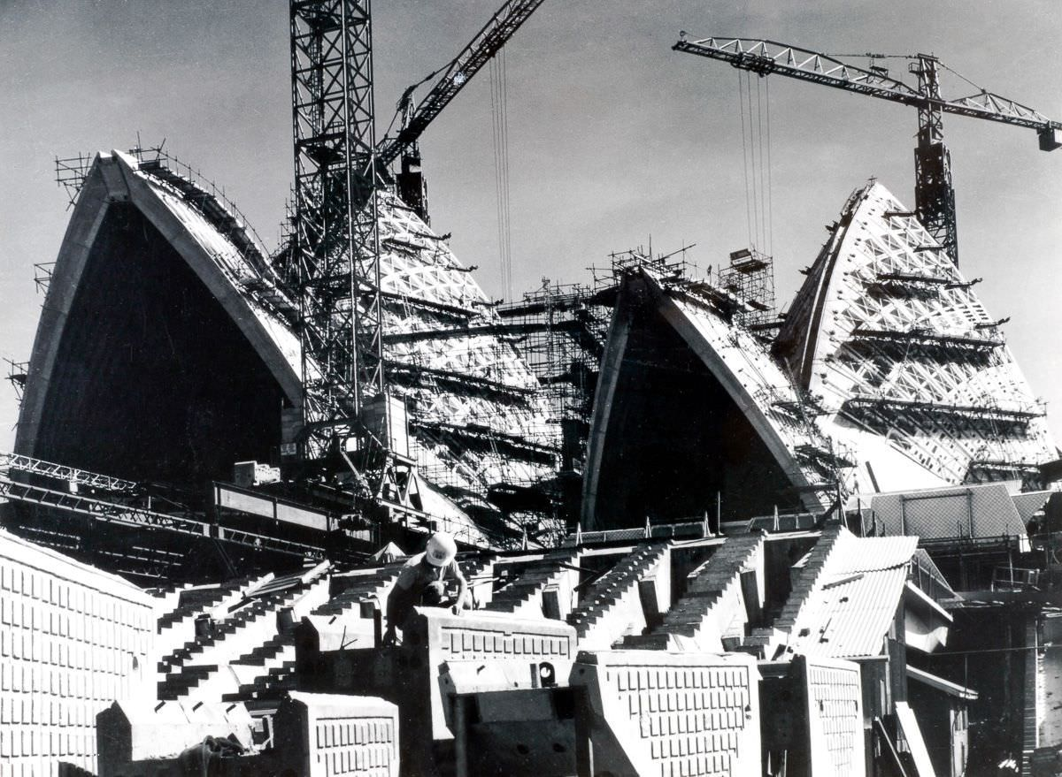 The construction is going without any break, 1965