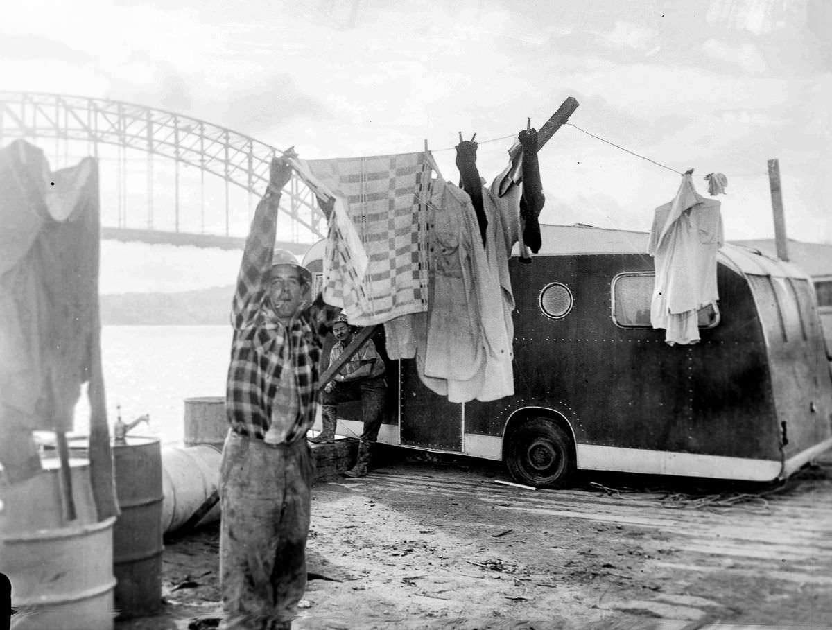 Tradesmen working on the construction of the Sydney Opera House live in caravans on-site at Bennelong Point, June 20, 1960.