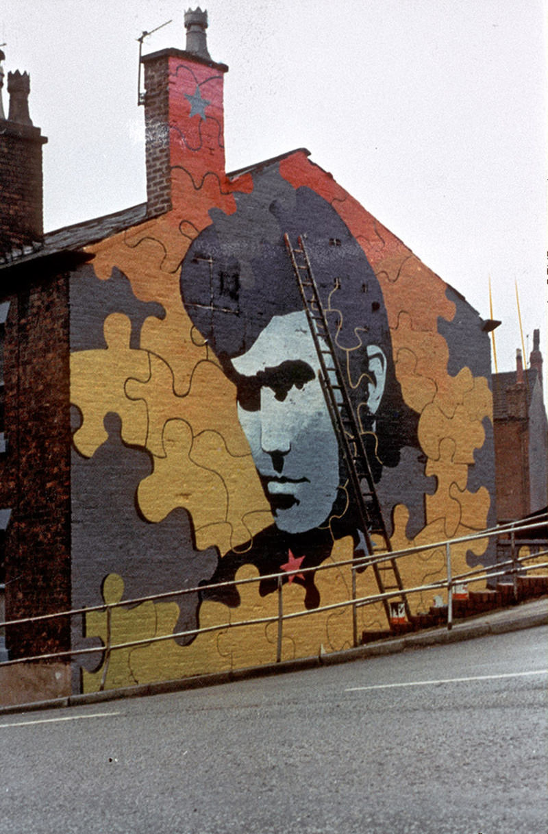 Mural depicting Alvin Stardust on the gable-end of terraced houses in Heywood, in the early 1970s.