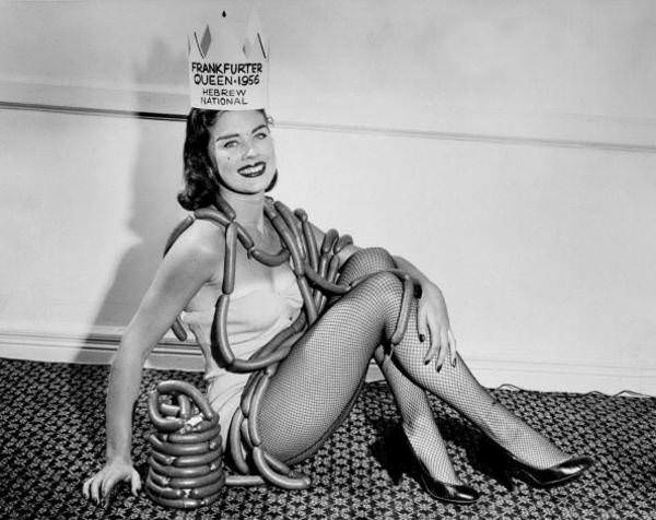 Miss Fabulous Frankfurter Lorraine Cole is crowned Frankfurter Queen by Hebrew National at the Hotel Wellington in New York, 1956.
