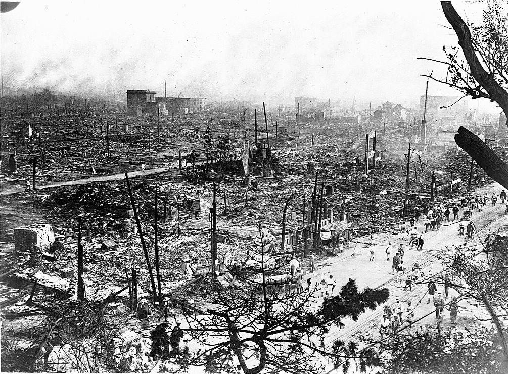 Tokió város elszenesedett maradványai, az 1923-as nagy Kanto földrengés következményeként bekövetkezett tűz után.
