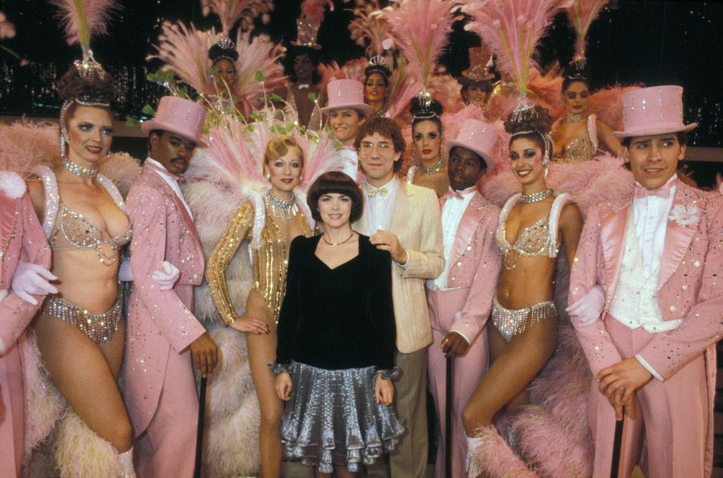 Mireille Mathieu surrounded by dancers from the Moulin Rouge in Las Vegas on November 14, 1982.