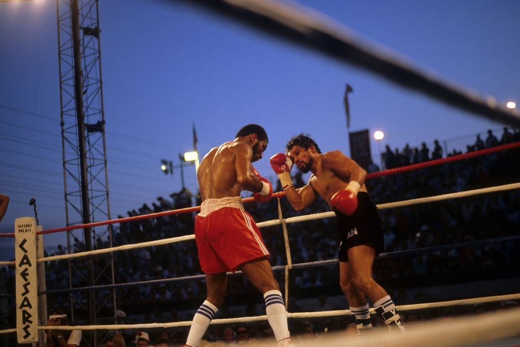 Roberto Duran and Robbie Sims boxing on June 23, 1986 in Caesars Palace, Las Vegas.