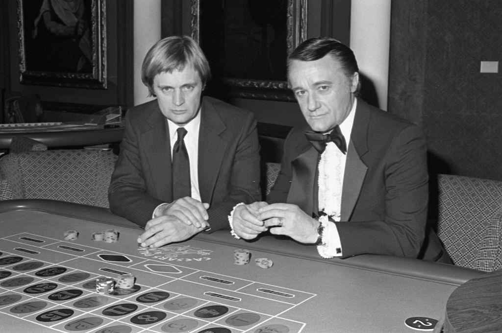 "David McCallum and Robert Vaughn filming of the TV movie ""The Return of the Man from U.N.C.L.E."" in Las Vegas, 1982"