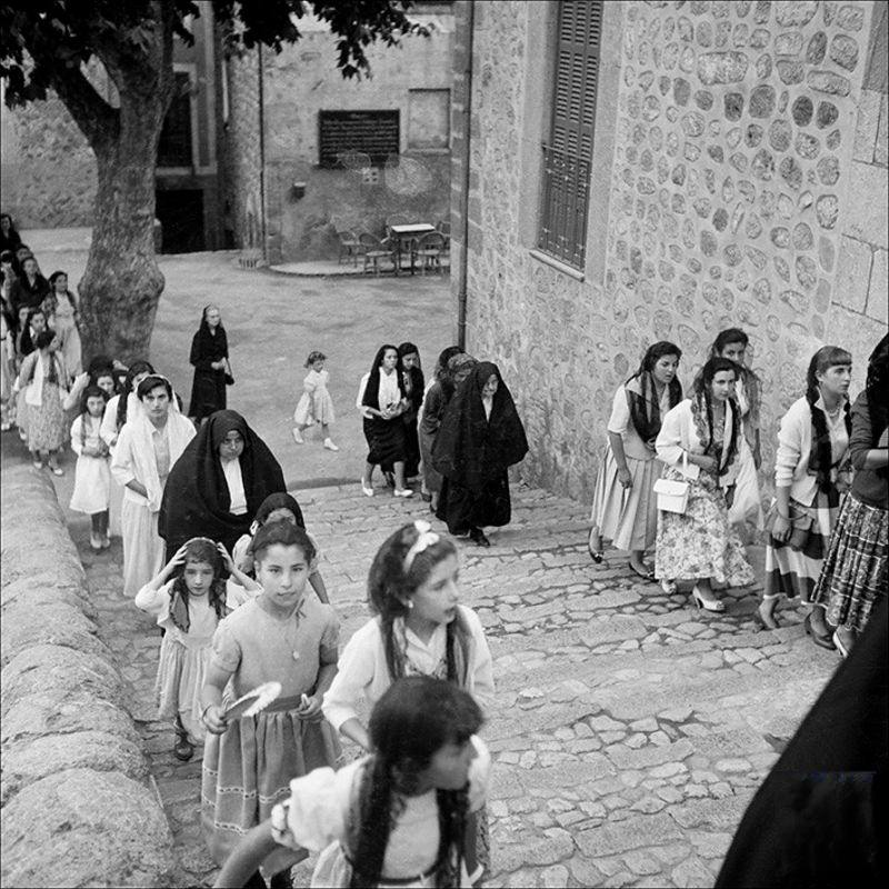 People going up to the church, 1956