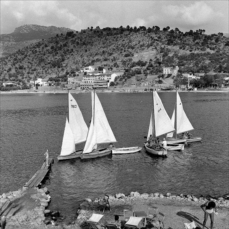 Ships in the Port of Sóller and people in the dock, 1956