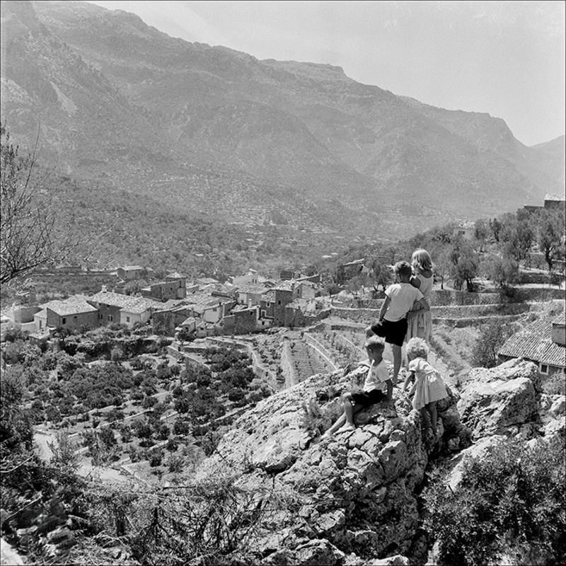 Children looking towards the village of Fornalutx, 1956