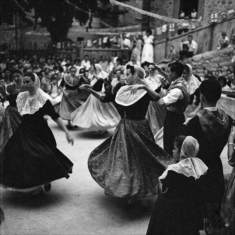 Group of people dancing in Fornalutx, 1957