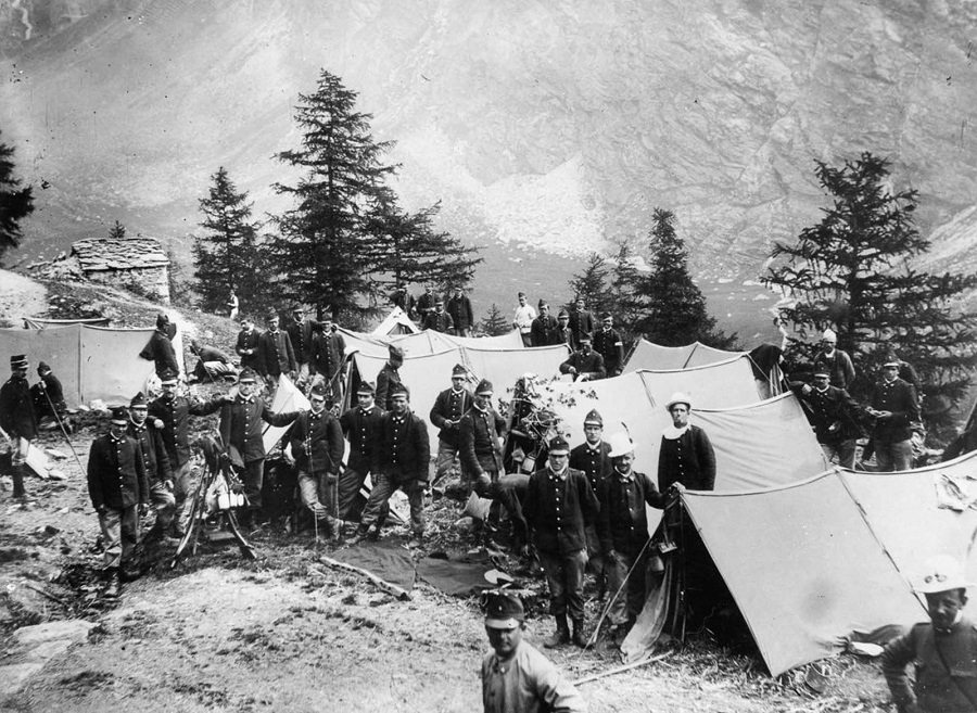 A group of Alpine Infantry soldiers camped at the foot of Mount Vilau. 1915.