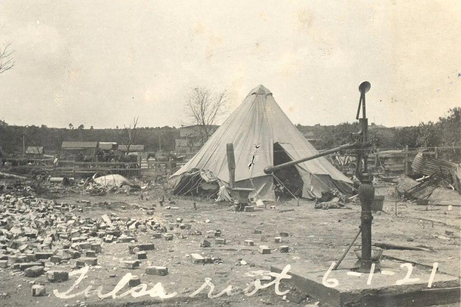 Vöröskereszt sátra épült a tulsa 1921 júniusi mészárlás áldozatainak.