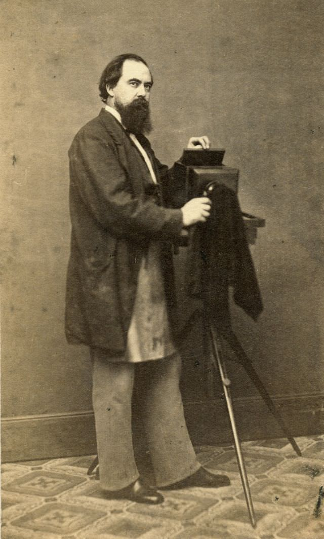 A photographer with camera and soiled apron