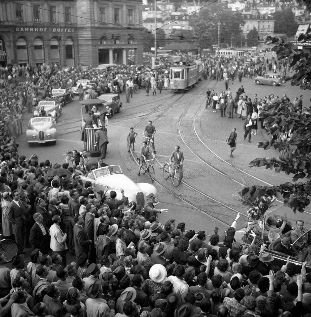 Reception of the swiss cyclists from the Giro d'Italia, Zurich 1950