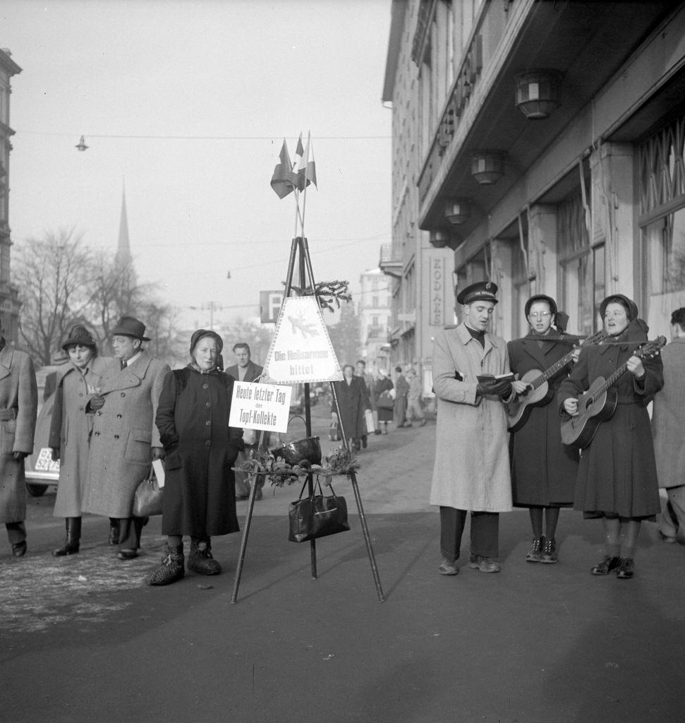 Salvation army singing in christmas time Zurich, 1950.