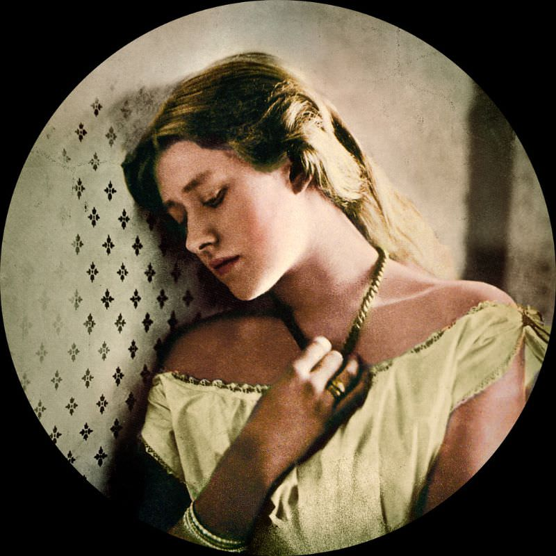 Actress Ellen Terry, taken when she was sixteen, about the time of her marriage to GF Watts. By Julia Margaret Cameron, 1863