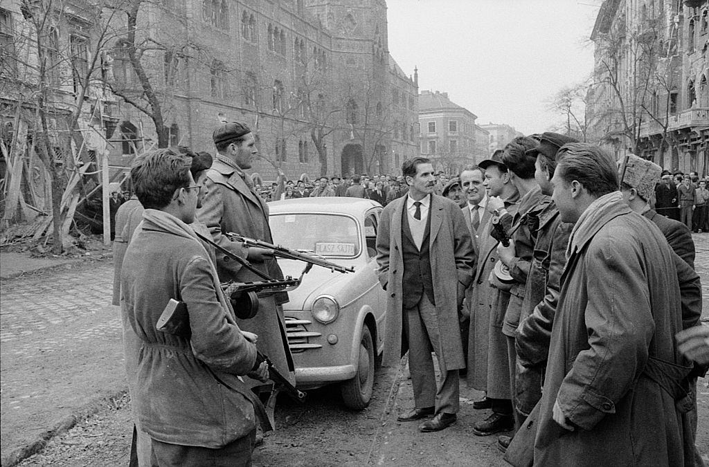 The journalist Massimo Mauri meeting some rebels when arriving in the capital.