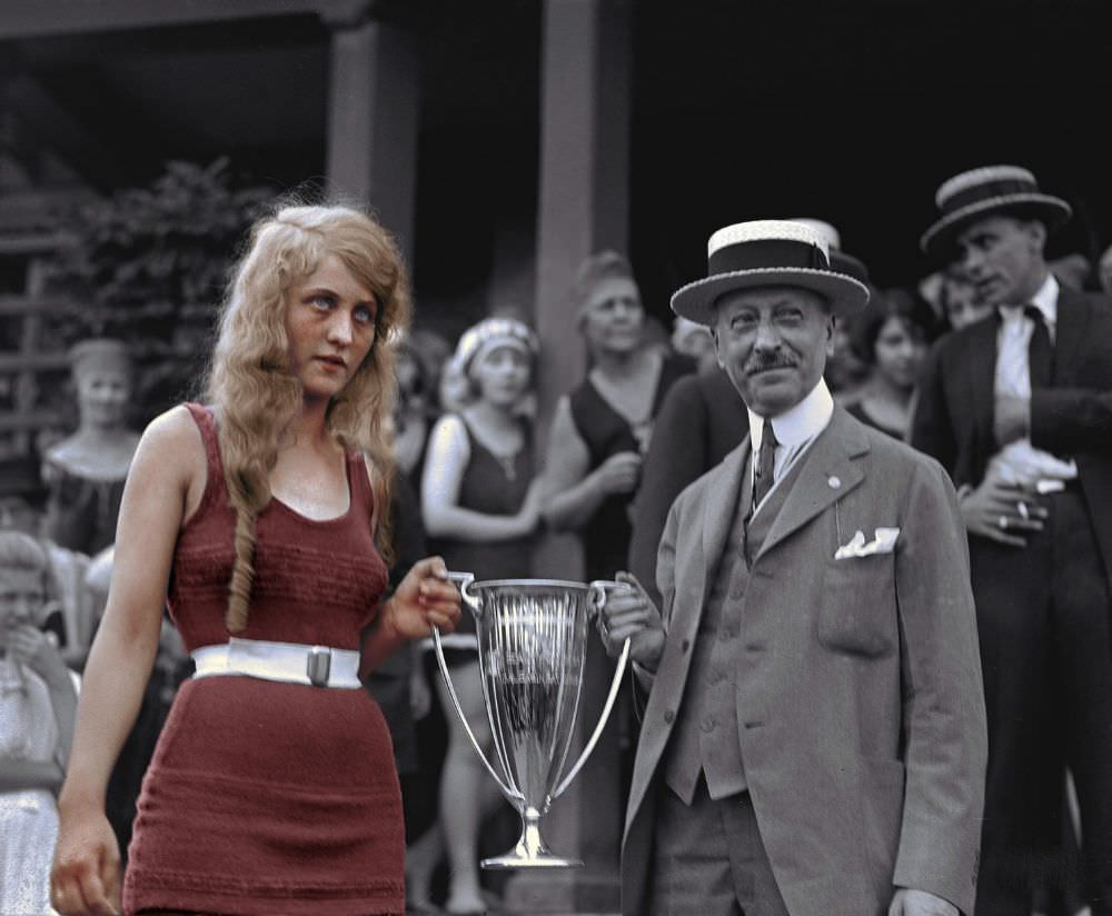 Eva Fridell takes the prize at the Washington Tidal Basin Beauty contest, August 1920.