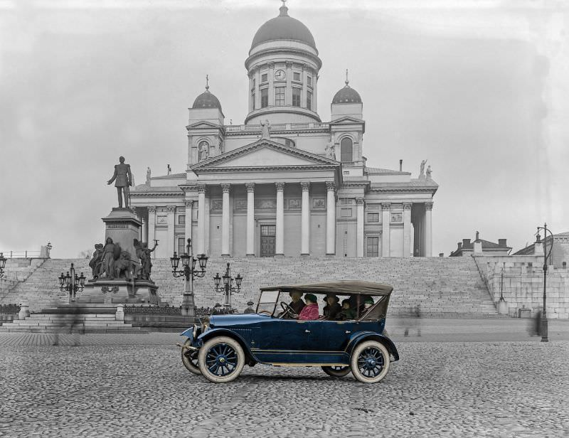 The family cabriolet on the Senate square, with the Cathedral in the background, Helsinki in 1920