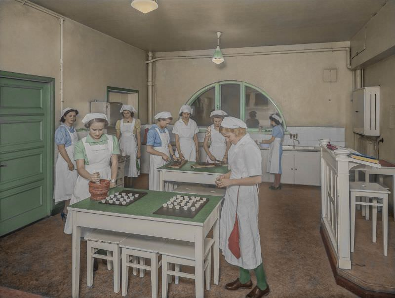 Girls from the private school Privata Svenska Flickskolan, Finland at a cooking lesson, 1930s