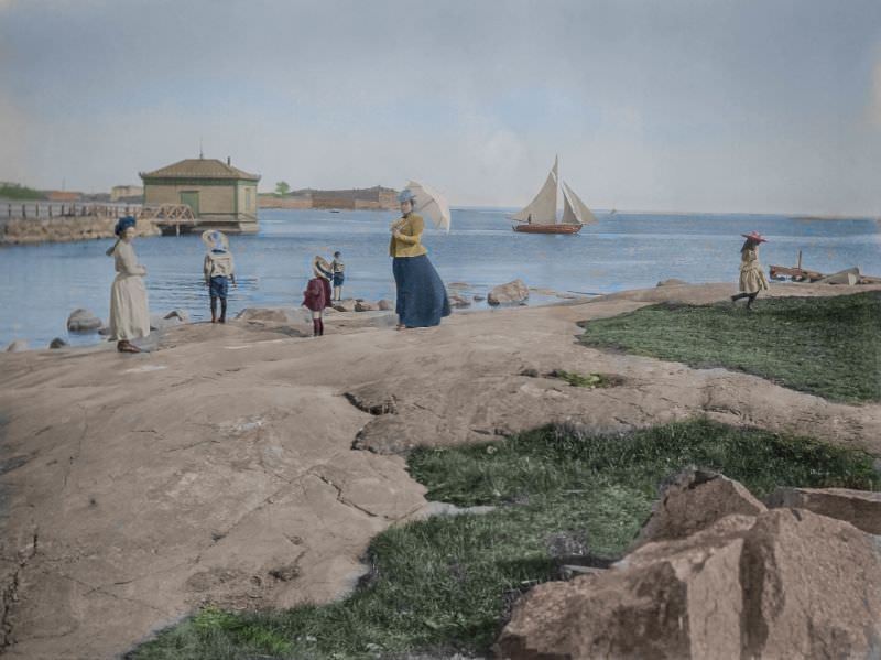 A summer day in Kaivopuisto park, 1910s