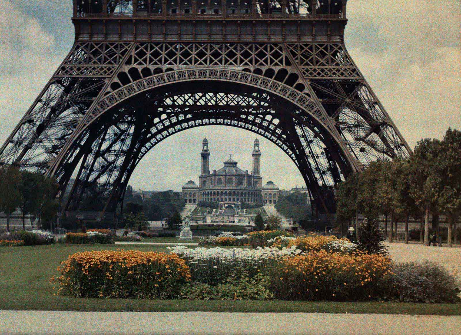 The Trocadero gardens and the Eiffel Tower.