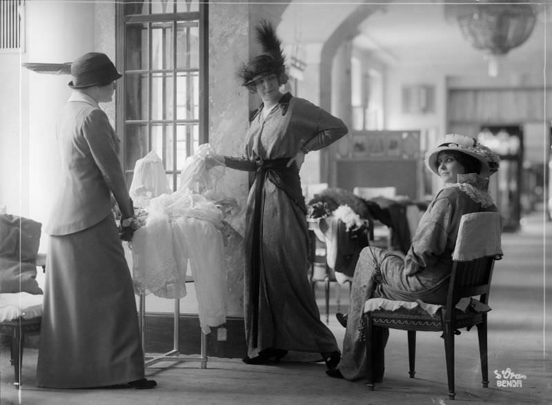 In the Zwieback Fashion House, 1913