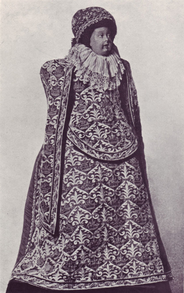 Spanish doll, end of 16th century.