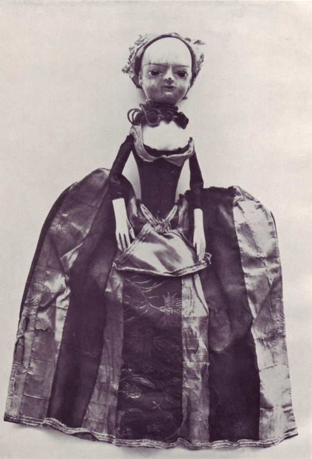 English doll, end of the 17th century.