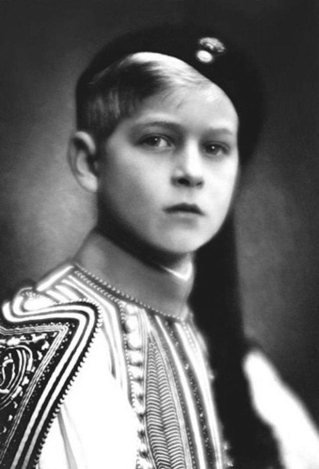 Philip photographed in traditional Greek Evzone costume by Emile Markovitch, 1930.