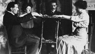 behind-the-scenes of ghost photography 1900s