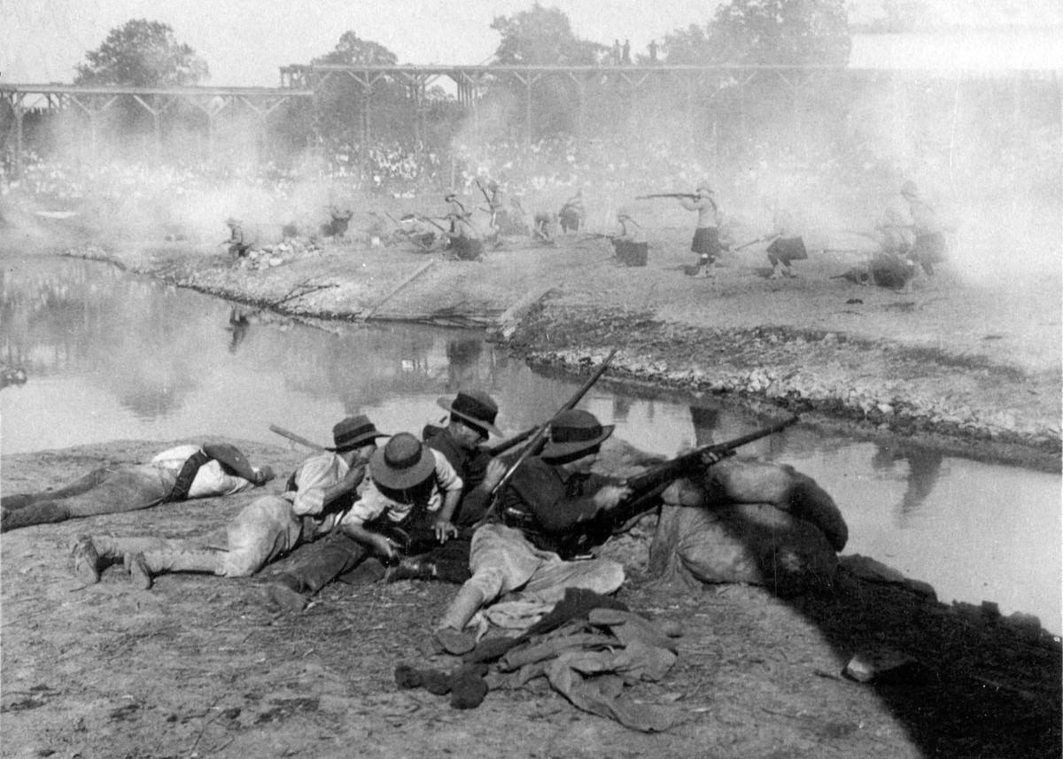 An Exciting skirmish in the Battle of Colenso, Boer War, World's Fair, St. Louis, 1904.
